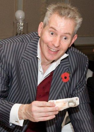 Tim Shoesmith Close up magician, professional pick pocket and mentalist London & the South
